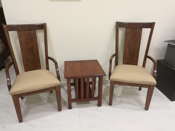 2 كرسي جانبي + طاوله صغيره