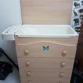 خزانة مع حوض استحمام للاطفال